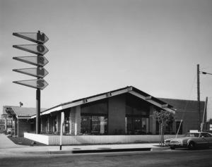 Norms restaurant in Los Angelescirca 1970s© 1978 Larry Frost - Image 10641_0026