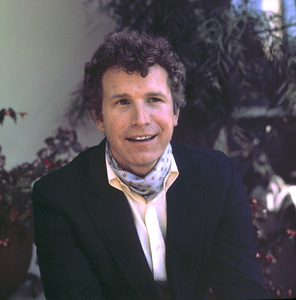Wayne Rogers at home, 1973 © 1978 Chester Maydole - Image 10652_0009