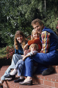Wayne Rogers at home with his wife, Mitzi McWhorter, and their two children1974© 1978 Gene Trindl - Image 10652_0010