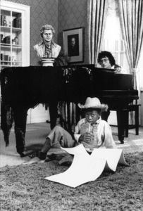 Randy NewmanPhoto taken for a promotional filmfor Warner Brothers RecordsDecember 1971 © 1978 Ed ThrasherMPTV - Image 10673_0005