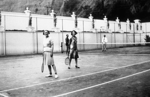 Marion Davies and Bebe Daniels playing tennis at Hearst Castlecirca 1935 - Image 10720_0017