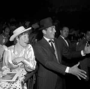 """Share Party""Shirley MacLaine, Dean Martin1960 © 1978 David Sutton - Image 10730_0008"