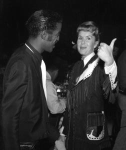 """Share Party""Sammy Davis Jr., Debbie Reynolds1958 © 1978 Bernie Abramson - Image 10751_0008"