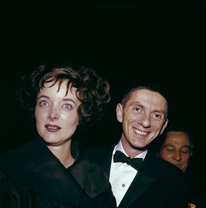 """The Golden Globe Awards""Aaron Spelling with Carolyn Jones1958 © 1978 Bernie Abramson - Image 10782_0020"