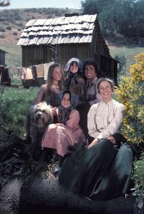 """Little House on the Prairie""Melissa Gilbert, Melissa Sue Anderson, Lindsay Greenbush, Michael Landon, Karen Grassle1976** H.L. - Image 10790_0031"