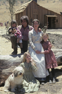 """Little House on the Prairie""Lindsay Greenbush, Michael Landon, Melissa Sue Anderson, Karen Grassle, Melissa Gilbert1974** H.L. - Image 10790_0034"