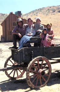 """Little House on the Prairie""Michael Landon, Karen Grassle, Melissa Sue Anderson, Melissa Gilbert, Lindsay Greenbush1974** H.L. - Image 10790_0035"