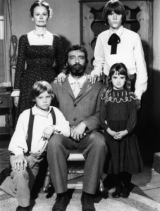 """""""Little House on the Prairie"""" (Episode: Remember Me)Bonnie Bartlett, Radames Pera, Brian Part, Victor French, Kyle Richards1975** H.L. - Image 10790_0114"""
