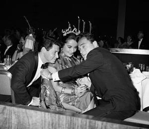 """Beverly Hilton Awards Dinner""Eddie Fisher, Elizabeth Taylor, Michael Todd1957 © 1978 Bernie Abramson - Image 10796_0007"