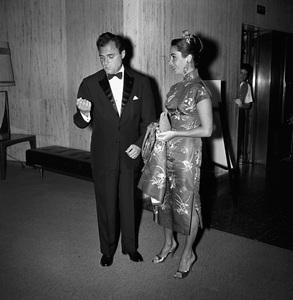 """Beverly Hilton Awards Dinner""Michael Todd, Elizabeth Taylor1957 © 1978 Bernie Abramson - Image 10796_0011"