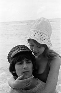 George Harrison and Pattie Boyd1964 © 1978 Gunther - Image 10838_0114