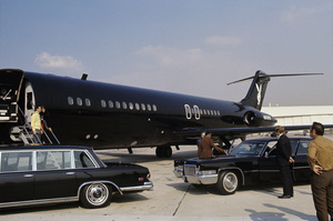 Hugh Hefner with Barbi Benton about to board his private Playboy jet1970© 1978 Gunther - Image 10869_0007