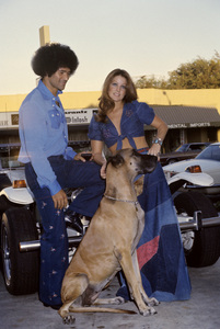 Priscilla Presley, Mike Stone and their dog Snoopycirca 1970s© 1978 Gary Lewis - Image 10872_0058