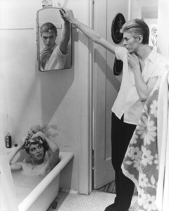 """""""The Man Who Fell to Earth""""Candy Clark, David Bowie1976 British Lion Film Corporation** I.V. - Image 10883_0018"""