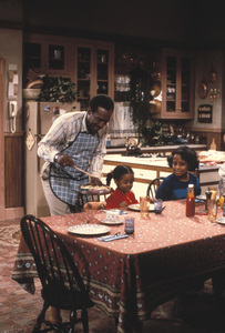 """The Cosby Show""Bill Cosby, Keshia Pulliam, Tempestt Bledsoe © 1984 Gene Trindl - Image 10894_0031"