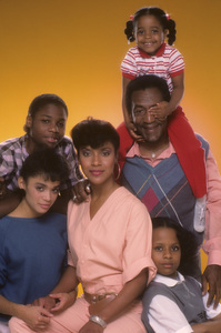 """The Cosby Show"" Phylicia Rashad, Lisa Bonet, Malcom-Jamal Warner, Bill Cosby, Keshia Knight Pulliam, Tempestt Bledsoe 1984 © 1984 Mario Casilli - Image 10894_0053"