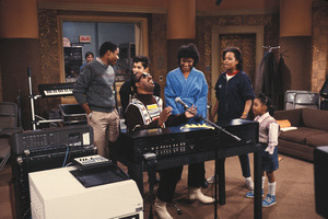 """The Cosby Show""Lisa Bonet, Malcolm-Jamal Warner, Keshia Pulliam, Phylicia Rashad, Tempestt Bledsoe, Stevie Wonder © 1984 Gene Trindl - Image 10894_0120"