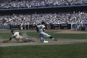 Maury Wills stealing his 104th base . . . the all-time record of baseball (playing 3rd for the Giants is Jim Davenport) 10-03-1962 / Dodger Stadium / Los Angeles, CA © 1978 David Sutton - Image 10900_0001
