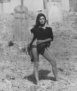 """""""Hannie Caulder""""Raquel Welch1971 Paramount - Image 10923_0005"""