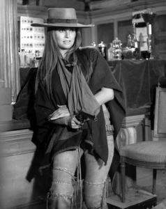 """""""Hannie Caulder""""Raquel Welch1971 Paramount - Image 10923_0006"""