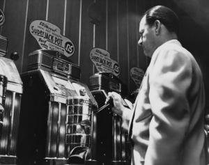 Man playing slot machine at Las Vegas casinocirca 1950s © 1978 David Sutton - Image 10954_0011