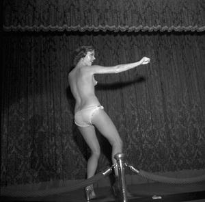 Las Vegas showgirl at the Showboat Hotel1955 © 1978 David Sutton - Image 10954_0022