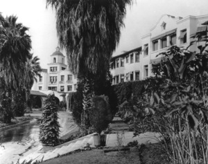Hotels: Beverly Hills Hotel, 1927. - Image 10957_0011