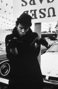 Tom Waits at a used car lot, 1978. © 1978 Ulvis AlbertsMPTV - Image 10968_1