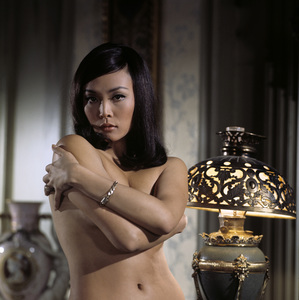 """Irene Tsu during the making of """"The Green Berets""""1967© 1978 David Sutton - Image 10972_0011"""