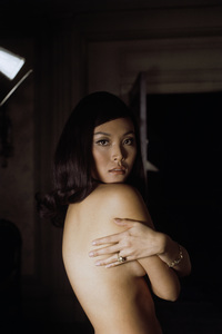 """Irene Tsu during the making of """"The Green Berets""""1967© 1978 David Sutton - Image 10972_0012"""