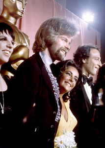 Liza Minnelli and Elizabeth Taylor at the 46th Annual Academy Awards1974 © 1978 Herb BallMPTV - Image 11016_0001
