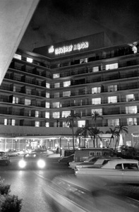 Beverly Hilton HotelC. 1967Photo by Bud Gray - Image 11107_0001