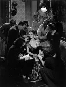 """Vivien Leigh and troupe photographed by Robert Coburn. From """"That Hamilton Woman""""1941 United Artists - Image 1112_0055"""