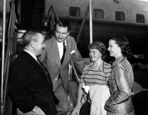 """""""Carrie""""Director William Wyler, Laurence Olivier, Vivien Leigh, Suzanne Holman1952 Paramount Pictures** I.V. - Image 1112_0176"""
