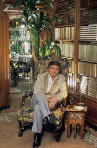 Mike Douglas at homecirca 1980 © 1980 Mario Casilli - Image 11125_0004