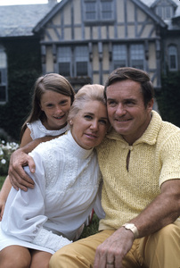 Mike Douglas at home with his wife Genevieve Purnell and their daughter1968 © 1978 Gunther - Image 11125_0007