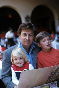 Fess Parker with his children Fess Jr. and Ashleycirca 1960s © 1978 Gunther - Image 11147_0010