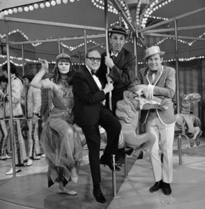 """""""The Jack Benny Show""""Lucille Ball, Jack Benny, Ben Blue, Johnny Carsonc. 1964 CBSPhoto by Bud Fraker - Image 11164_0002"""