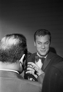 """Captain Newman, M.D."" (Premiere)Tony Curtis1963 © 1978 David Sutton - Image 11170_0001"