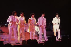 The Temptations (Melvin Franklin, Otis Williams, Richard Street, Glenn Leonard, Dennis Edwards) live in Las Vegas 1980 © 2009 Bobby Holland - Image 11308_0002