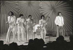 The Temptations (Melvin Franklin, Otis Williams, Richard Street, Glenn Leonard, Dennis Edwards) live in Las Vegas 1980 © 2009 Bobby Holland - Image 11308_0003