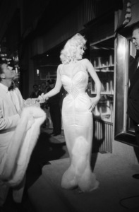 """Bundle of Joy"" premiereJayne Mansfield© 1978 David Sutton - Image 1141_0001"