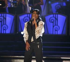 Natalie Cole performing live at the Kodak Theater in Hollywood for an Aretha Franklin Tribute 2006© 2006 Michael Jones - Image 11486_0017