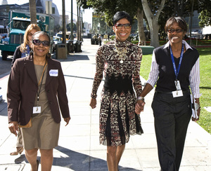 Natalie Cole walking in downtown Los Angeles after black history event2009© 2009 Michael Jones - Image 11486_0027