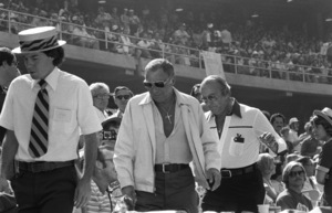 Frank Sinatra with Jilly Rizzo at a Los Angeles Dodgers World Series game1977 © 1978 Gunther - Image 11503_0005