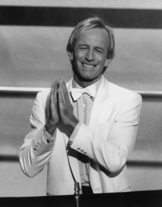 """Academy Awards: 59th Annual""Paul Hogan1987**I.V. - Image 11521_0014"
