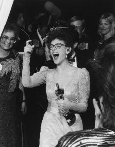 """Academy Awards: 59th Annual""Marlee Matlin1987**I.V. - Image 11521_0015"