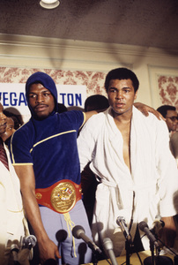 Leon Spinks and Muhammad Ali at press conference after fight1978© 1978 Gunther - Image 11585_0011
