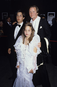 "Jon Voight with his son James Haven and daughter Angelina Jolie at ""The 58th Annual Academy Awards""1986© 1986 Gary Lewis - Image 11589_0014"