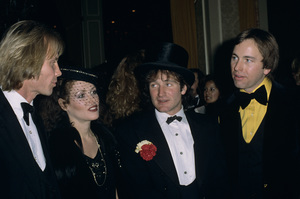 "Jon Voight with Stacey Pickren, Robin Williams and John Ritter at ""The Golden Globe Awards""1979© 1979 Gary Lewis - Image 11589_0030"